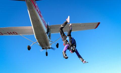 Hyppy lentokoneesta